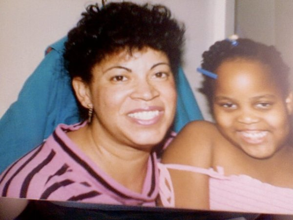 Former intern Carmen Medina and her aunt Tamara. Photo taken by Carmen Medina.