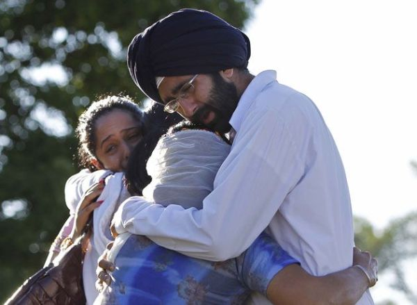 Victims of the Wisconsin Sikh temple bombing consoling each other. Image courtesy of Frenchamerican.org.